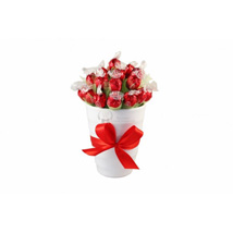 Endless Love Sweet Bouquet: Send Gifts to Finland