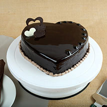 Chocolate Hearts Cake: Valentine's Day Gifts