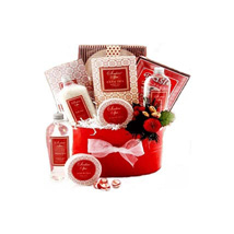 Strawberry Surprise: Philippines Gift Hamper Delivery