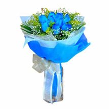10 Blue Roses Hand Bouquet: Anniversary Gifts to Singapore