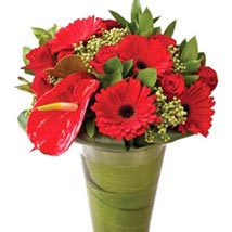 Stunning Red: Send Christmas Flowers to Singapore