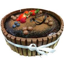 1 Kg Kitkat Cake: Send Cakes to Ajman