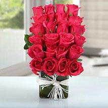 Arrangement of Lovely Roses: Valentines Day Gifts for Him