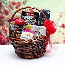 Christmas Gift Basket: Gift Hampers to UAE