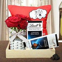 Delightful Gift Hamper: Valentines Day Flowers UAE