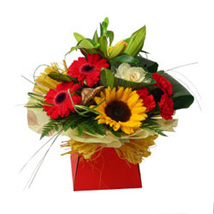Expression of Elegance: Anniversary Flowers to UK