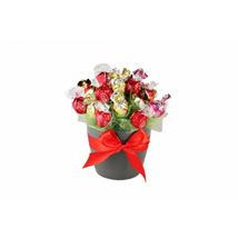 Flames Sweet Bouquet: Send Gifts to Leeds
