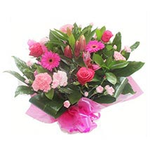 Pink Roses and Carnations: Anniversary Gifts to UK